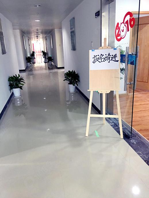 宁波杰诺职业培训学校的教室走廊