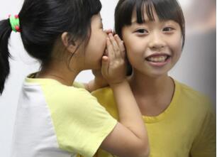 新励成助孩子敢开口讲话