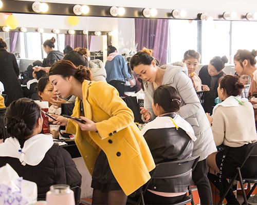 君子兰化妆培训课堂