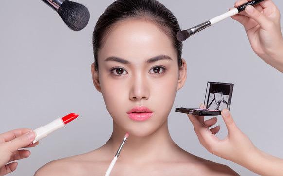成都化妝培訓班哪個靠譜點要學多久