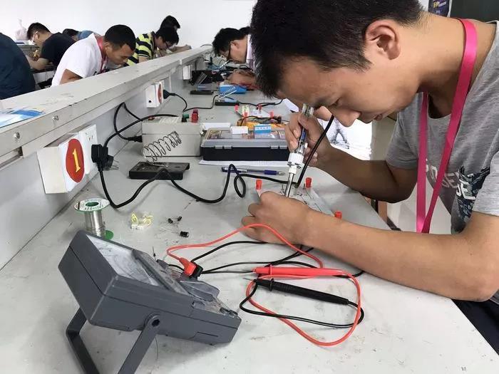 应用电子焊接与测量
