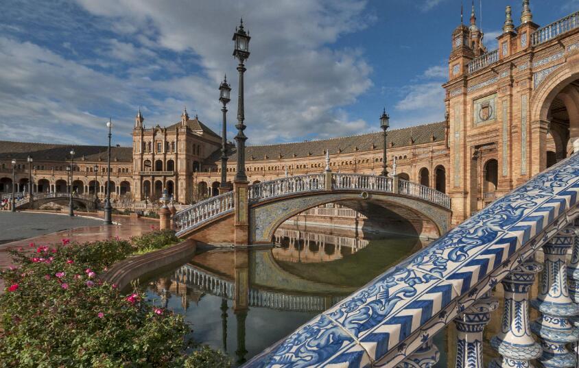 河南省西班牙留學機構費用怎么收